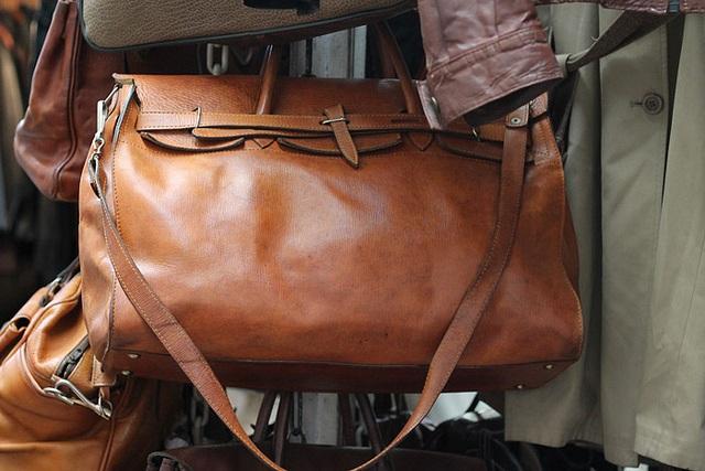 Lædertaske - Foto af Robert Sheie