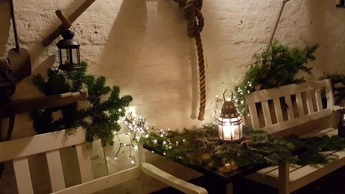 Julepyntet port ved restaurant Mumm i Ærøskøbing