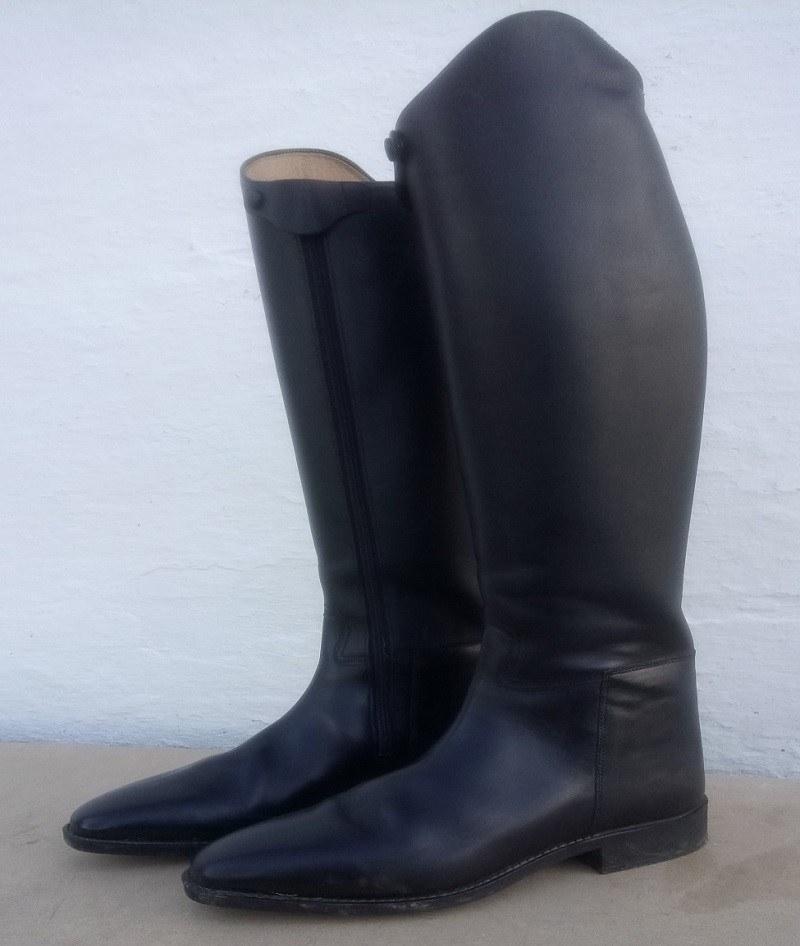 Læder ridestøvler før farveskift med Gold Quality læderfarve
