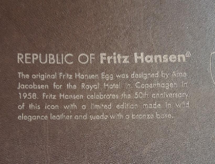 Arne Jacobsen/Fritz Hansen Ægget let falmet let ridset