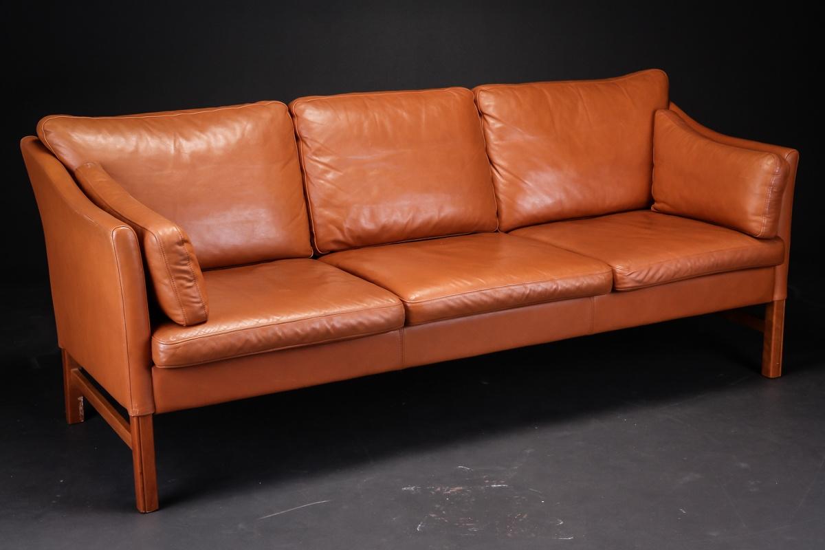 cognacfarvet sofa