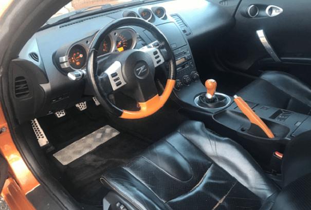 Læderrat i bil skifter farve, før