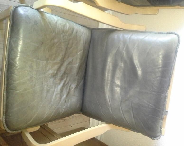 Udtørret Chesterfield Lædersofa og meget falmede læderstole