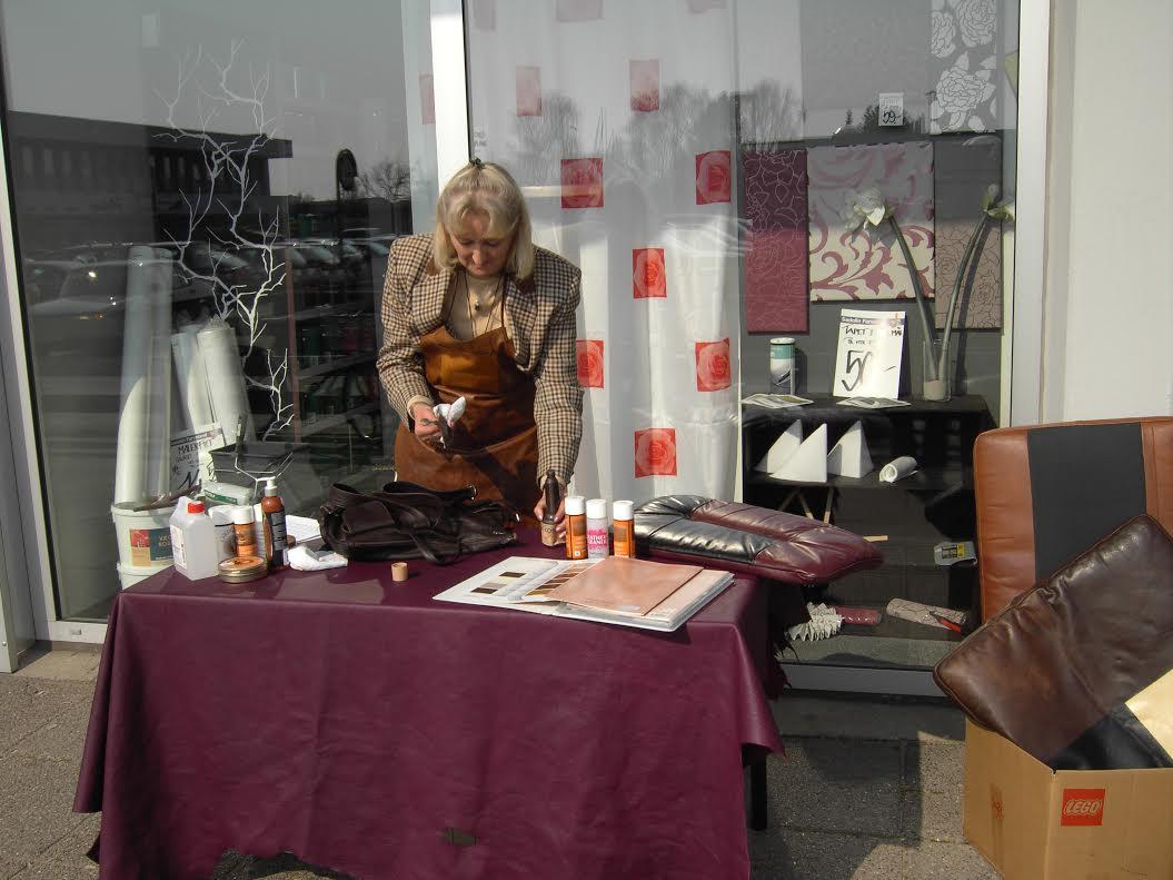 Demonstration af pleje af falmet læder