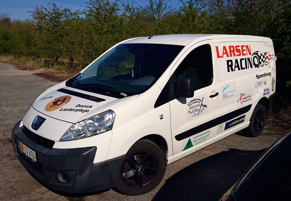 Larsen Racing Bil Side