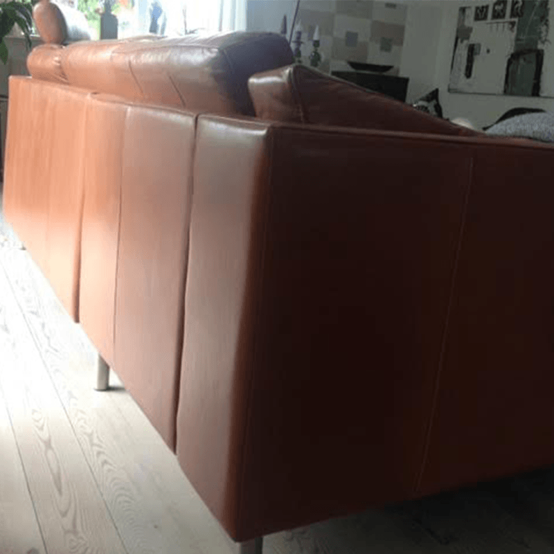Falmet lædersofa har fået ny farve
