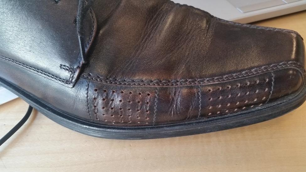 Lædersko der har mistet læder farven
