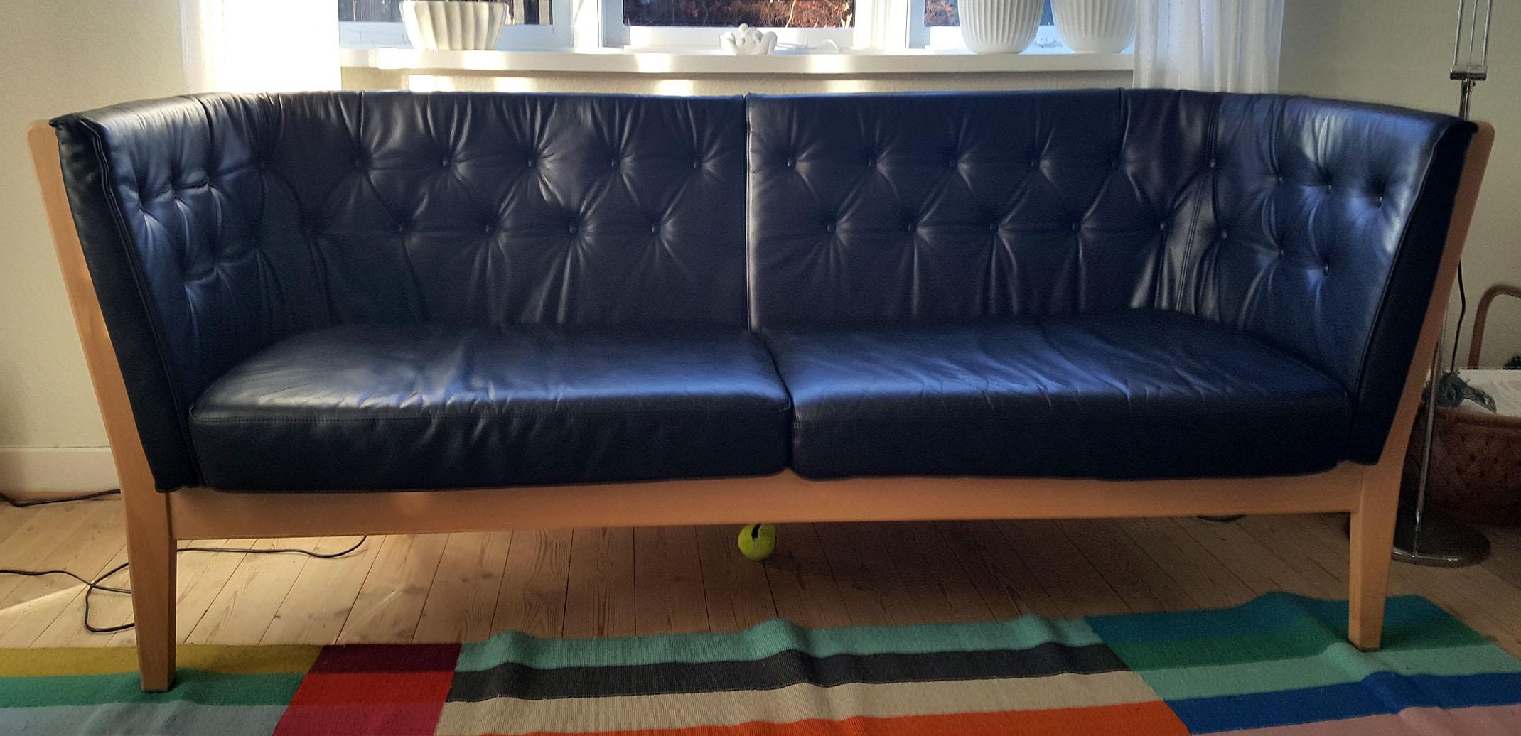 Læder sofa efter rense og farvnings behandling